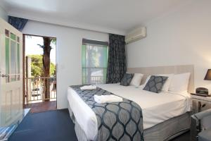 A bed or beds in a room at Central Railway Hotel