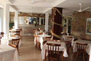 A restaurant or other place to eat at Yes Hotel Pousada