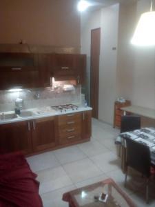 A kitchen or kitchenette at 69 Via Luigi Angrisani-casa di zeus