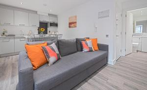 A seating area at Reading Central Serviced Apartment