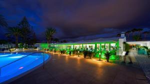 Het zwembad bij of vlak bij Canary Garden Club