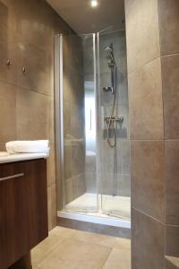 A bathroom at Villa Les Bains