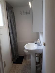 Salle de bains dans l'établissement Le Provencal - T2 proche gare Montpellier