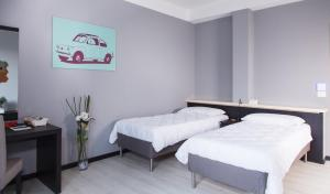 A bed or beds in a room at Abano Hostel Business
