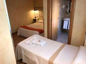 A bed or beds in a room at Hotel Castillo de Javier