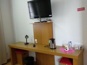 Uma televisão e/ou sistema de entretenimento em ROSÉLIO REIS - ALOJAMENTO TURÍSTICO
