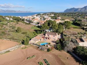 Blick auf Villa Natural Barcarés aus der Vogelperspektive