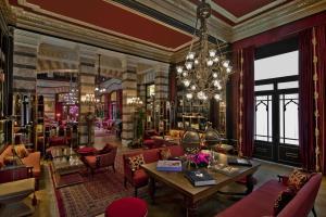 Un restaurante o sitio para comer en Pera Palace Hotel
