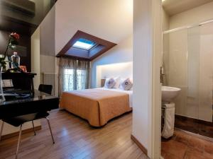 A bed or beds in a room at Hotel Villa Lalla