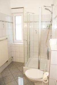 Ein Badezimmer in der Unterkunft Gasthaus zum Ochsen