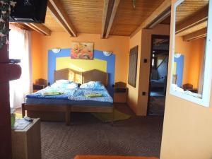 A bed or beds in a room at Fehérló Vendégház & Restaurant