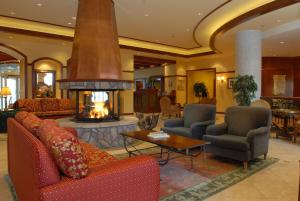 The lobby or reception area at Sommet Des Neiges