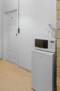A kitchen or kitchenette at Metro Centrum Guest Rooms