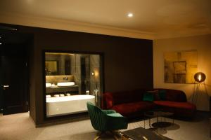 A seating area at Hotel Rubis