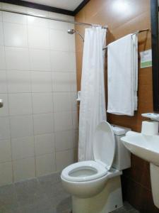Um banheiro em Coron Villa