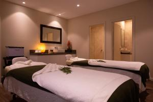 A bed or beds in a room at Fairmont Resort & Spa Blue Mountains MGallery by Sofitel