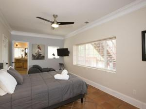 A bed or beds in a room at Five-Bedroom Atlanta Home