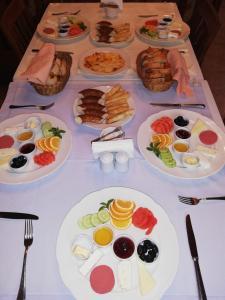Breakfast options available to guests at Tekeli Konaklari