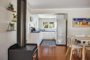 A kitchen or kitchenette at Harleian Beach House: walk to both beaches