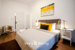 A bed or beds in a room at Very Berry - Garbary 27 - Apartament z balkonem, Old City, check in 24h