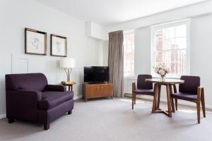 A seating area at Dolphin House Serviced Apartments