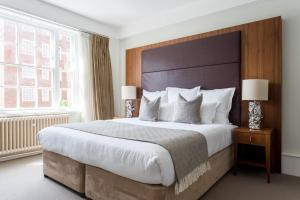 A bed or beds in a room at Dolphin House Serviced Apartments