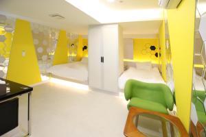 Hotel The Grang Nampo-formerly YTTにあるベッド