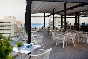 Een restaurant of ander eetgelegenheid bij Fénix Torremolinos - Adults Only