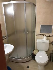 A bathroom at Apt ECE PAMPOROVO