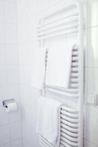 A bathroom at Hotel Löwen-Seckenheim