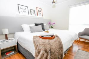 A bed or beds in a room at Trendy Host Canvas, Miraflores
