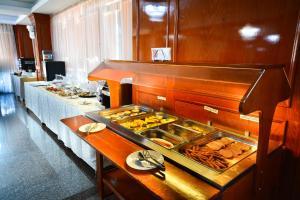 O bucătărie sau chicinetă la Hotel Emma Est