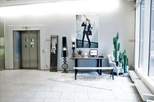 The lobby or reception area at Hotel Berlin Ostbahnhof