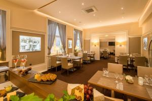 A restaurant or other place to eat at Hotel Essener Hof; Sure Hotel Collection by Best Western