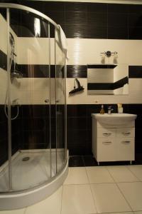 A bathroom at Hotel Lion