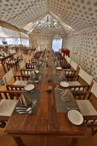 A restaurant or other place to eat at Jodhpur Safari Camp