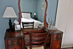 A bed or beds in a room at Inn at Glencairn
