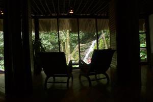 A seating area at Las Cascadas Lodge