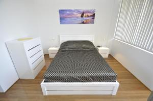 A bed or beds in a room at Neutral Bay Self Contained Studio Apartments