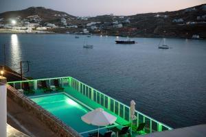 Θέα της πισίνας από το Vana Holidays ή από εκεί κοντά