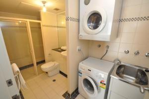 A bathroom at Sydney CBD Self Contained Modern Studio Apartments (PITT)