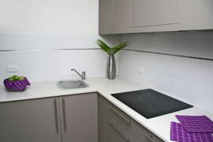 A kitchen or kitchenette at Blueys Apartment @ 192 Boomerang Drive