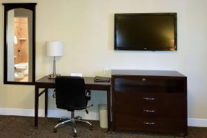 A television and/or entertainment centre at Quality Inn Ontario Airport Convention Center