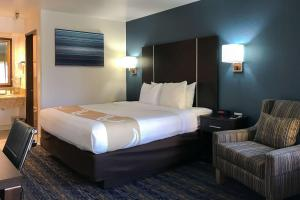 A bed or beds in a room at Quality Inn Ontario Airport Convention Center