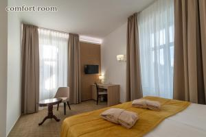 A bed or beds in a room at Grand Hotel Rogaska