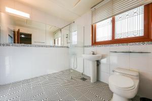 A bathroom at Soul Motel