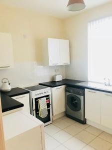A kitchen or kitchenette at Liverpool house Walton Village