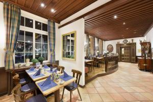 Een restaurant of ander eetgelegenheid bij Designhotel + CongressCentrum Wienecke XI.