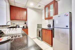 A kitchen or kitchenette at Rimal 4 Marina view studio