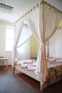 A bed or beds in a room at Guest House Vasara